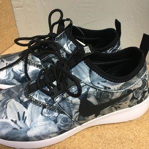 Nike black/white floral
